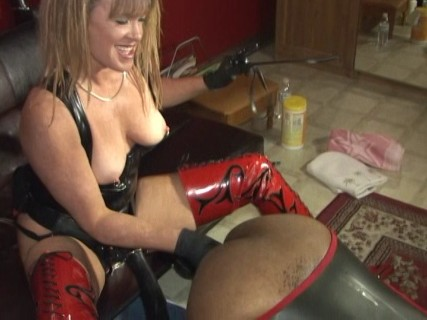 Redlight mommy porsche is a nasty strapon pumping whore